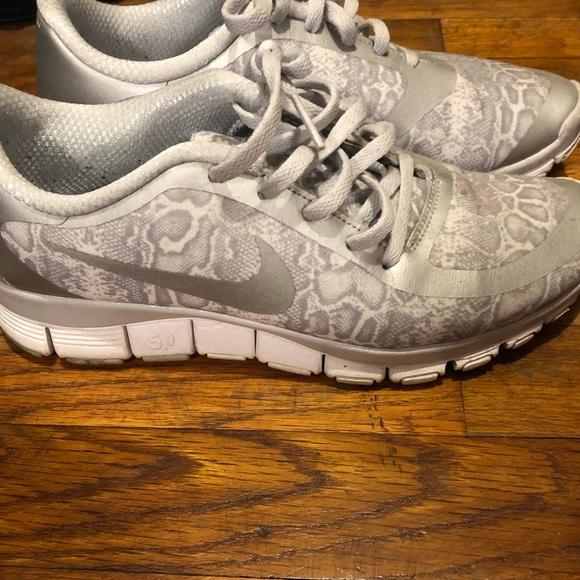 various colors b6a48 ed5e1 Gray and white leopard print Nike free 5.0. M 5b782db804ef50693ce77b15